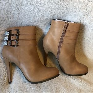 Lee's Nude Boots